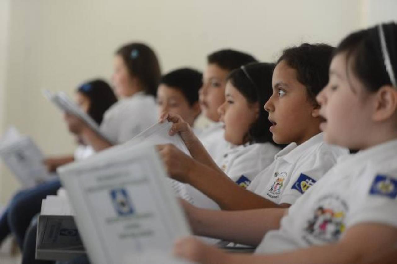 Los niños de la parroquia ensayando. Foto edh / marvin recinos