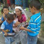 Niños recibieron juguetes y golosinas por parte de la Asociación Benéfica Femenina Árabe. Foto vía móvil Georgina Vividor