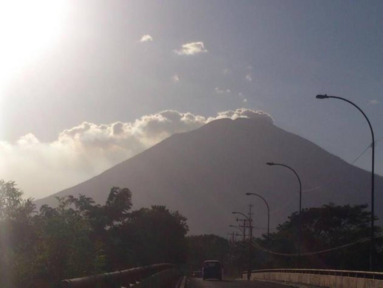 Vulcanólogo japonés indicó del riesgo en el volcán Chaparrastique