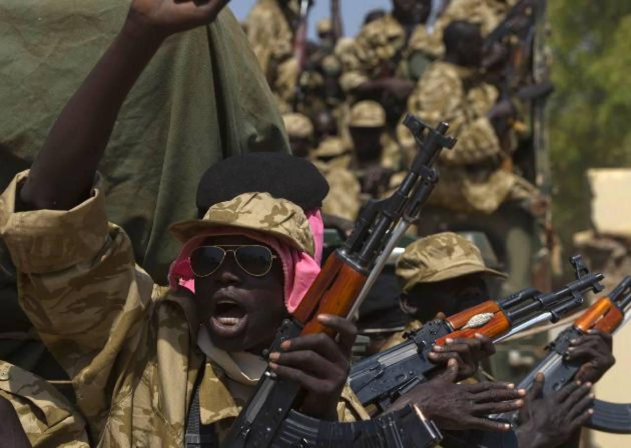 Los enfrentamientos entre soldados del gobierno y rebeldes amenazan con hacer estallar una guerra civil. foto edh/ Reuters