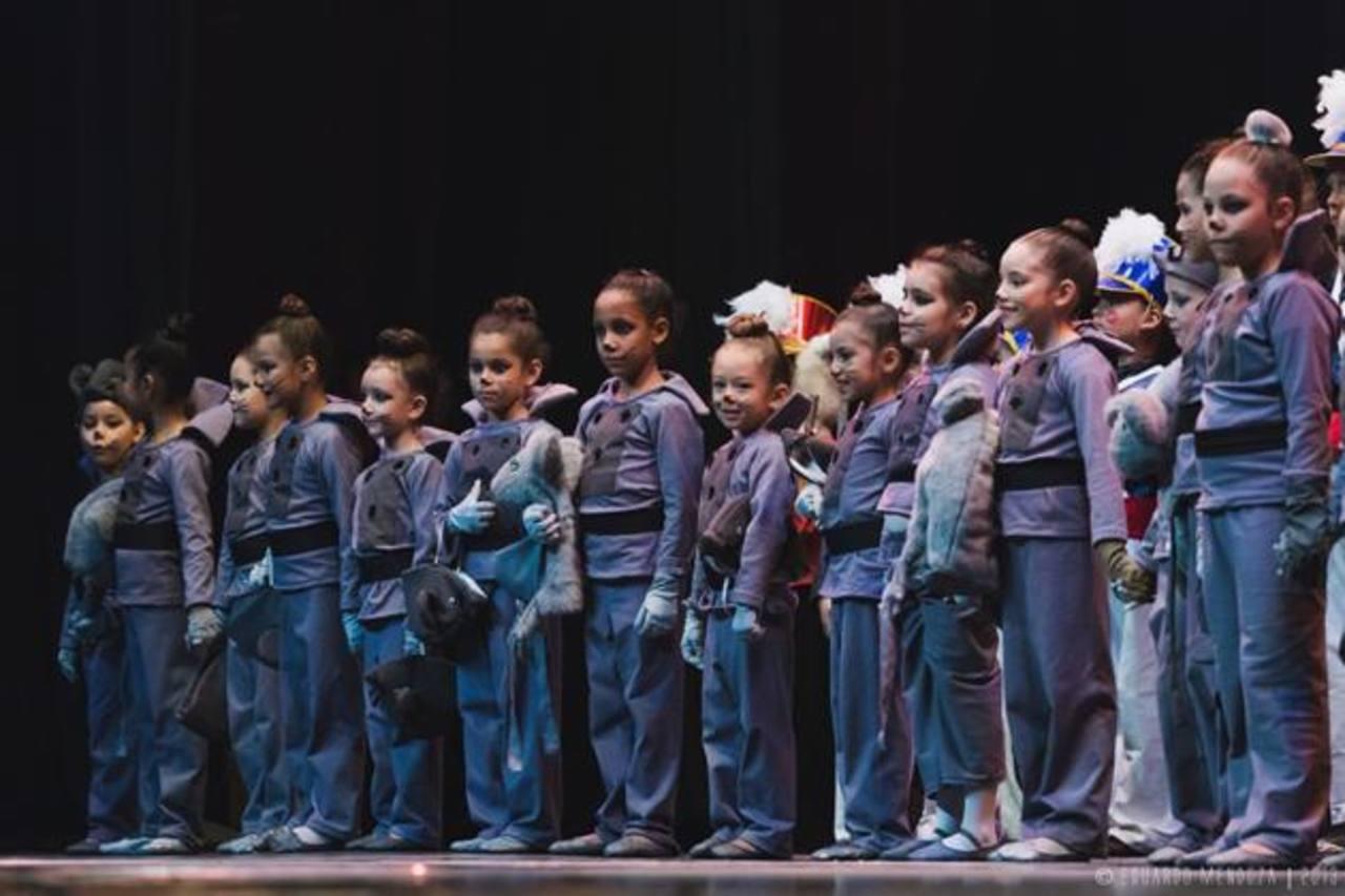 Más de 30 profesionales de la danza, entre niños y adultos, forman parte de la navideña puesta en escena.