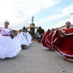 Acompañadas de bandas de paz estas bellas señoritas bailaron por las calles. Foto EDH / Omar Carbonero