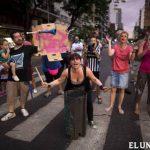Vecinos indignados cortaron accesos a Buenos Aires y otras calles de la capital en protesta por los cortes de luz y agua. foto edh / ap
