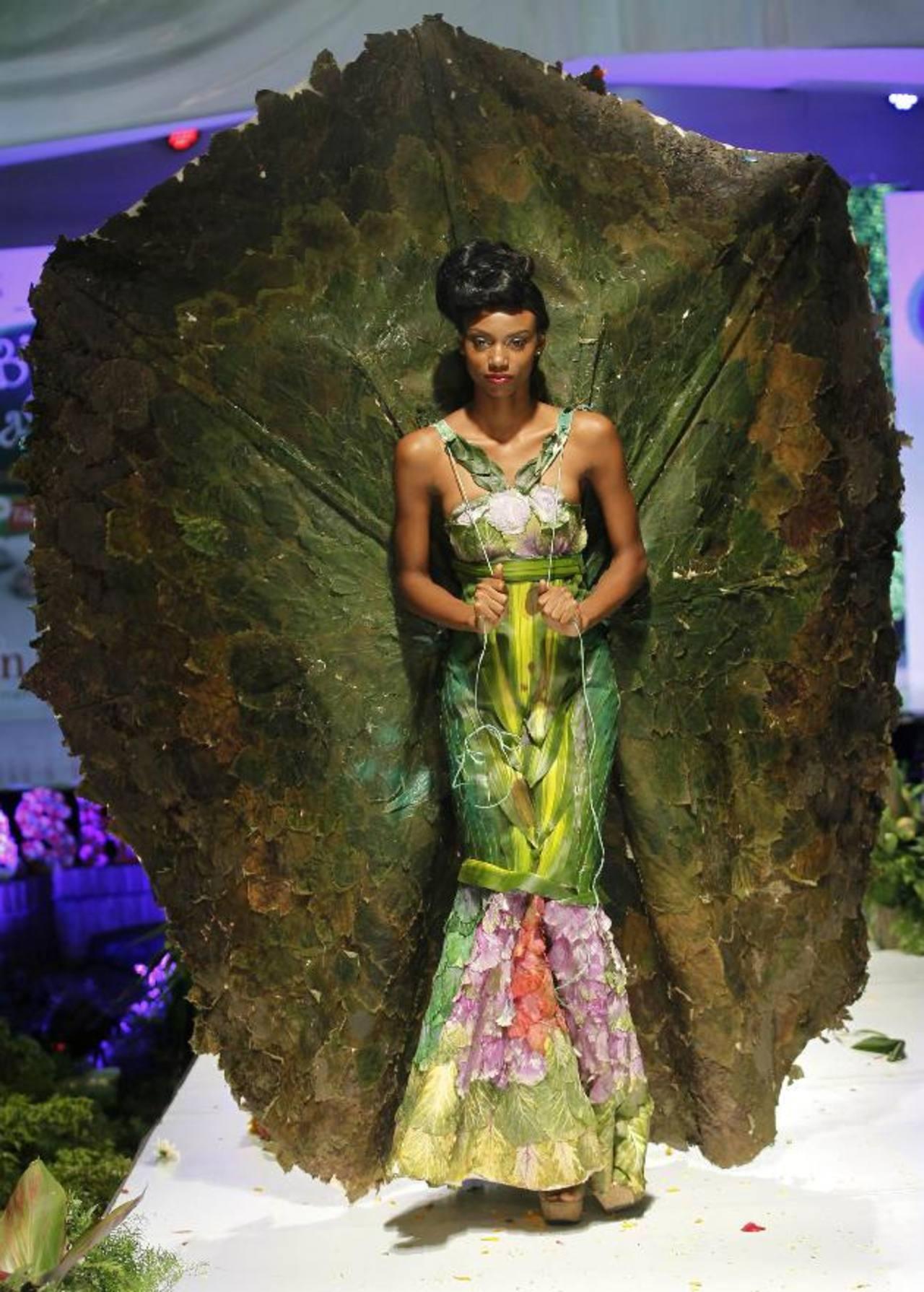 Un traje elaborado en un 80 por ciento con hojas naturales. FOTOs EDH / agencias