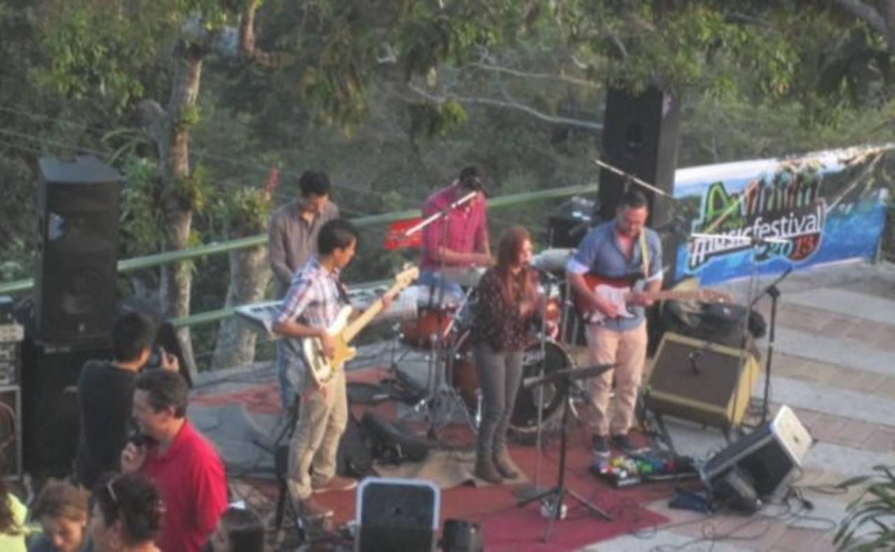 Festival musical en Plaza Volcán.