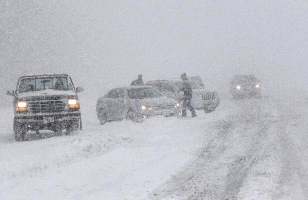 Según el Meteorológico, en el extremo del noreste estadounidense se formará una capa de hielo de más de un centímetro y provocaría cortes de electricidad. foto edh / AP