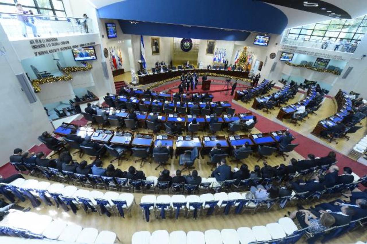 El presidente interino y magistrados de la Sala de lo Constitucional de la CSJ no asistieron ayer al 30 Aniversario de la Constitución. foto edh / marvin recinos