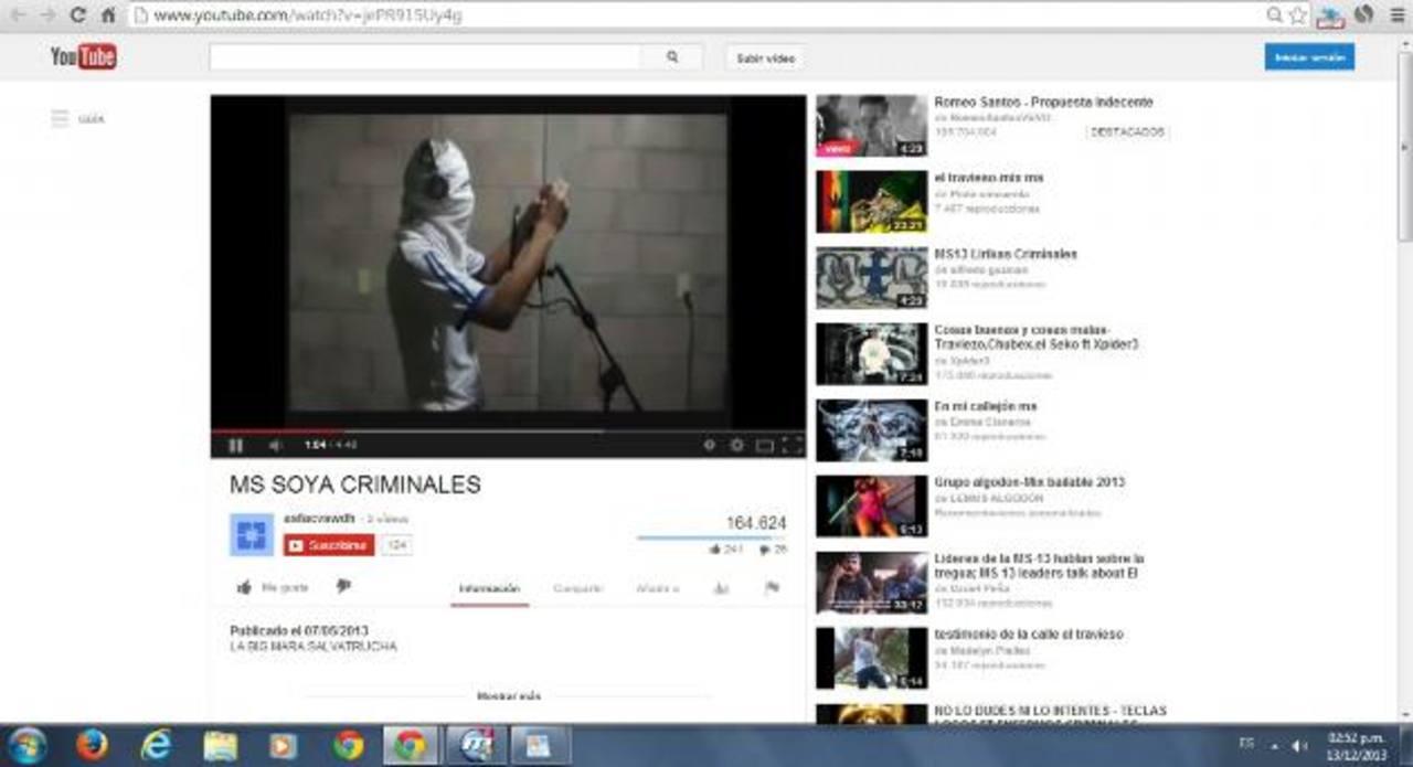 """Escena de un video tomada de YouTube, en la que aparece un marero cantando una canción en la que se """"enaltece"""" la forma y el historial criminal de varias clicas de Soyapango."""