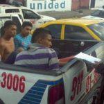 La captura de los sospechosos se realizó en la Avenida 29 de Agosto, en San Salvador. FOTO EDH Marlos Hernández, vía Twitter.