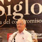El poeta Rafael Mendoza (el Viejo) en la presentación de la antología en el Museo de Arte de El Salvador. Foto EDH / Cortesía.