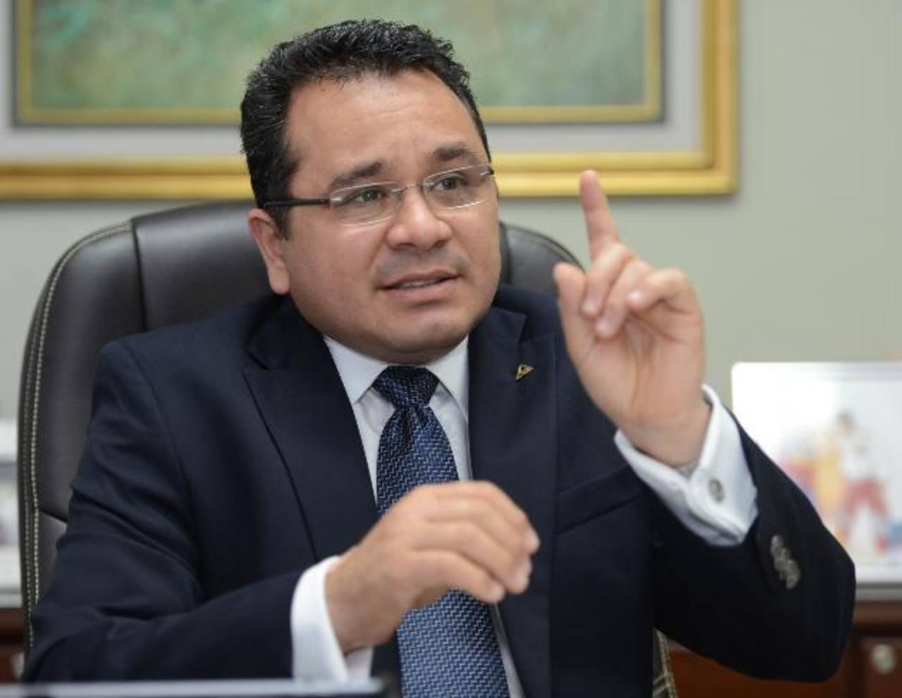 El empresario insiste en que el país debería crecer al 4 o 6 % . Foto EDH /mauricio cáceres