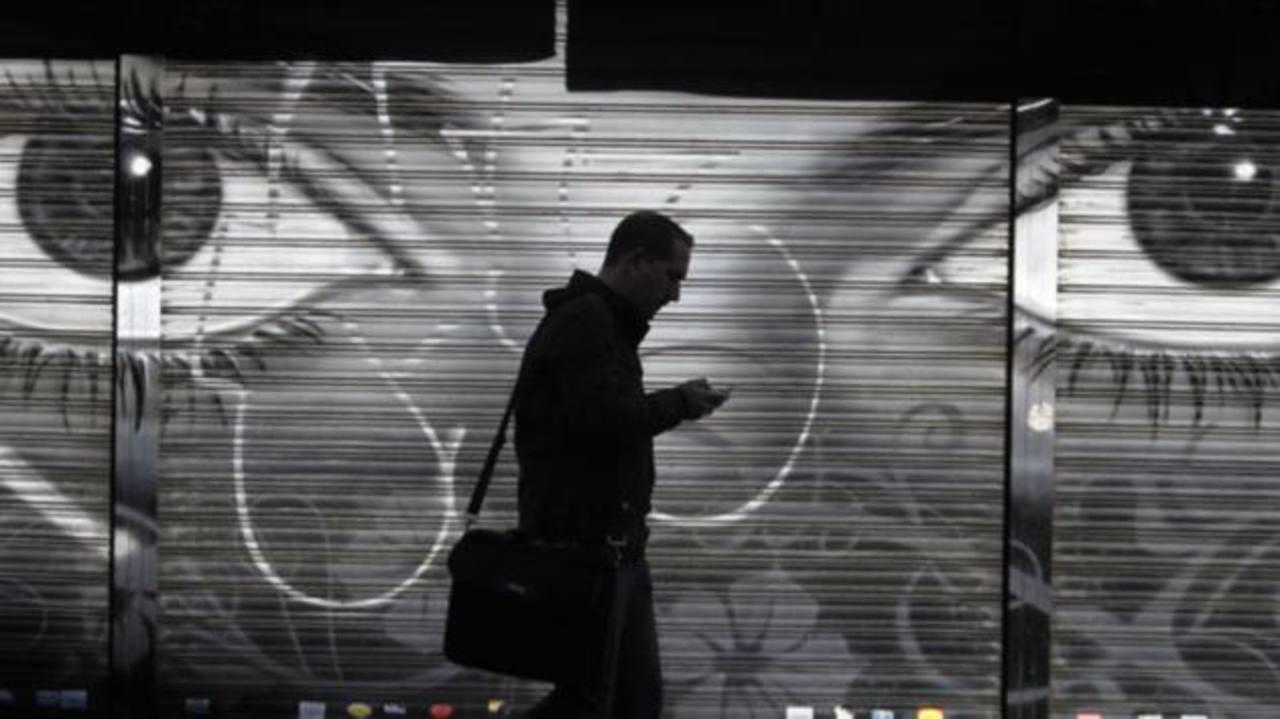 Espionaje mundial a celulares es legal