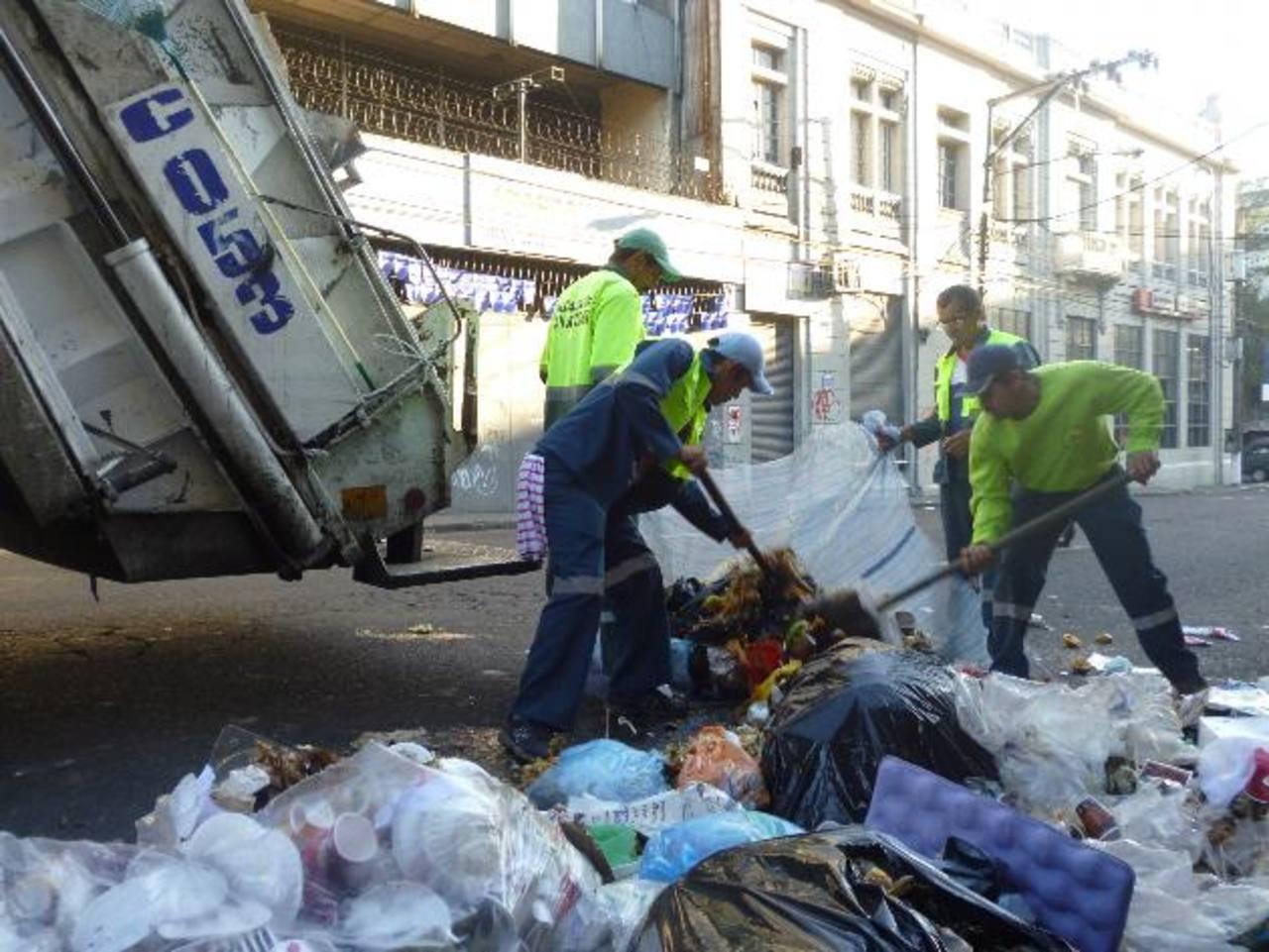 Fiestas dejan 150 toneladas de basura en San Salvador