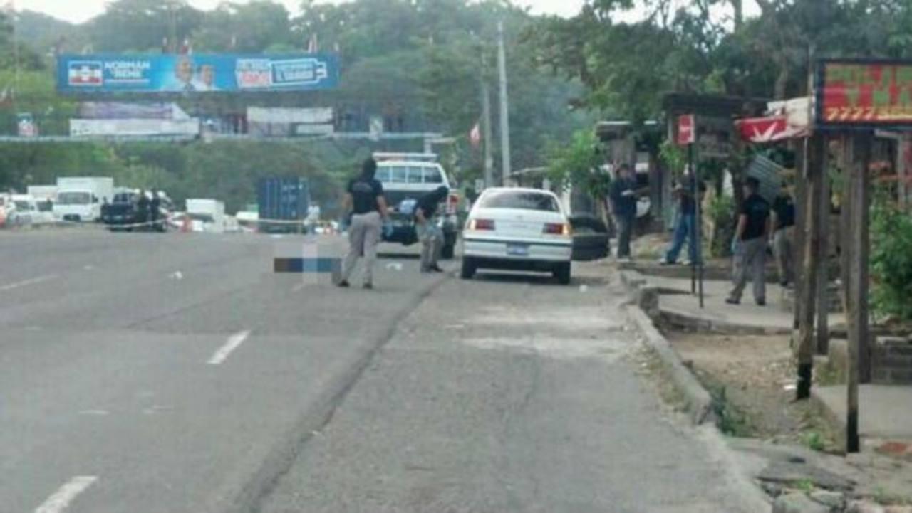 Un Policía y dos presuntos delincuentes murieron en el enfrentamiento.