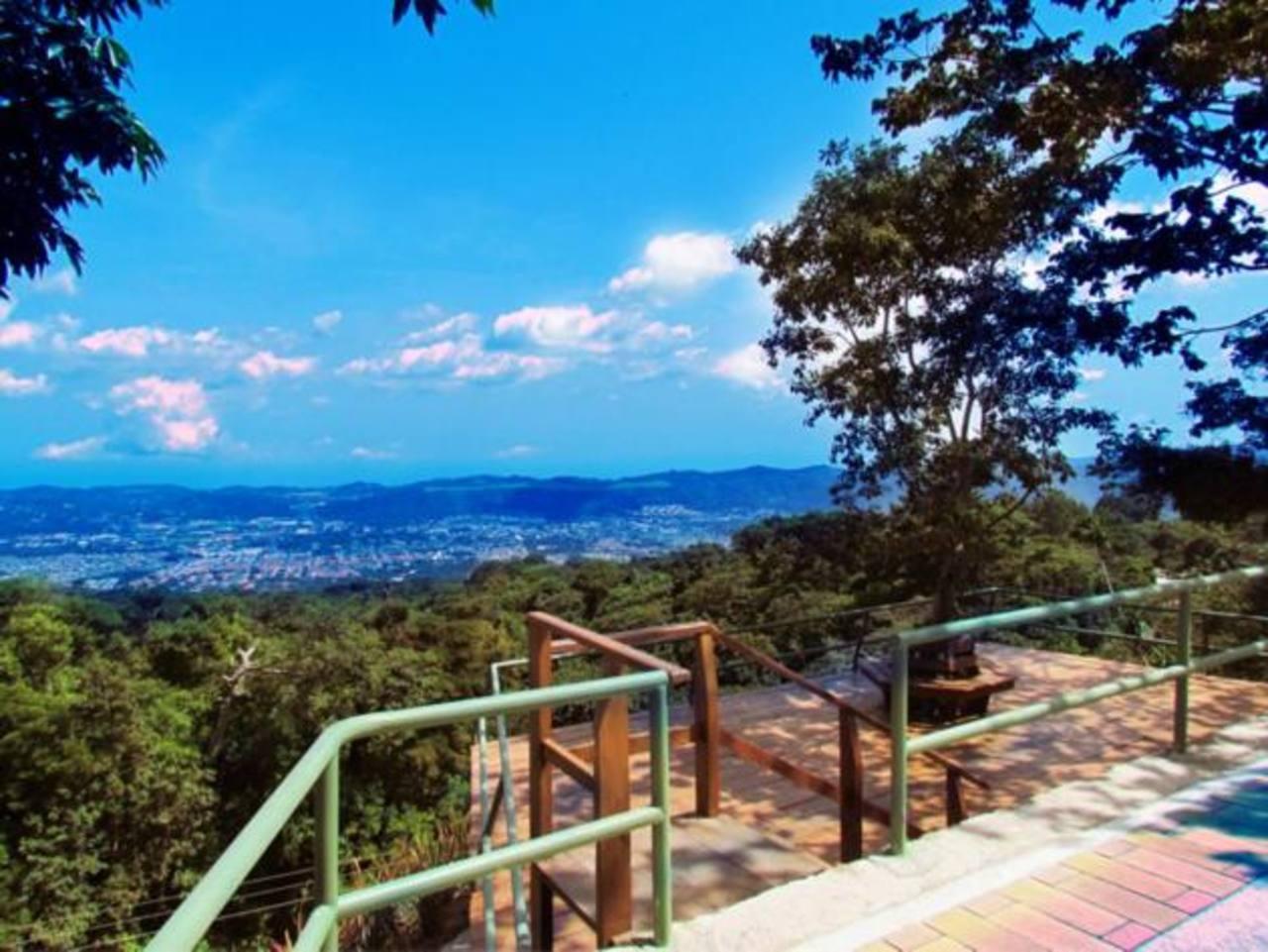 Vista desde uno de los miradores ubicado en Plaza Volcán.