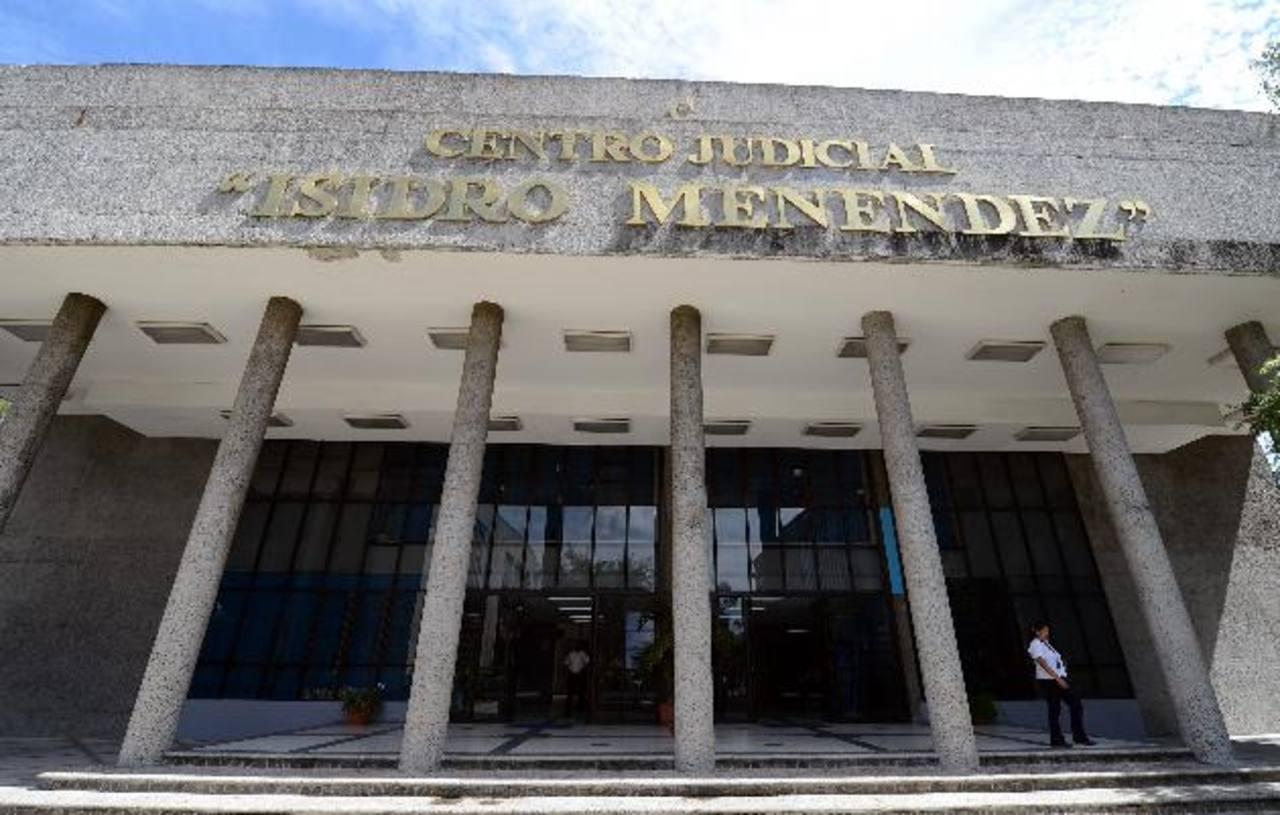 El Tribunal Quinto de Sentencia condenó a 20 años de cárcel a José Ramón por violar a su hijastra. Foto EDH / FGR.