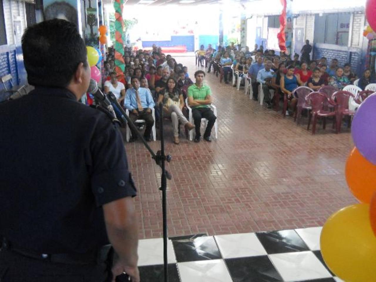 Acto de inauguración de los cursos de verano, en el centro escolar Fernando Portillo. Foto EDH /Cortesía.