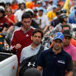 Capriles (de camisa azul) afirma que los comicios son un plebiscito para Maduro. Foto EDH /archivo Nicolás Maduro junto a María Gabriela Chávez y Diosdado Cabello el día que tomó posesión como presidente. Foto EDH /archivo
