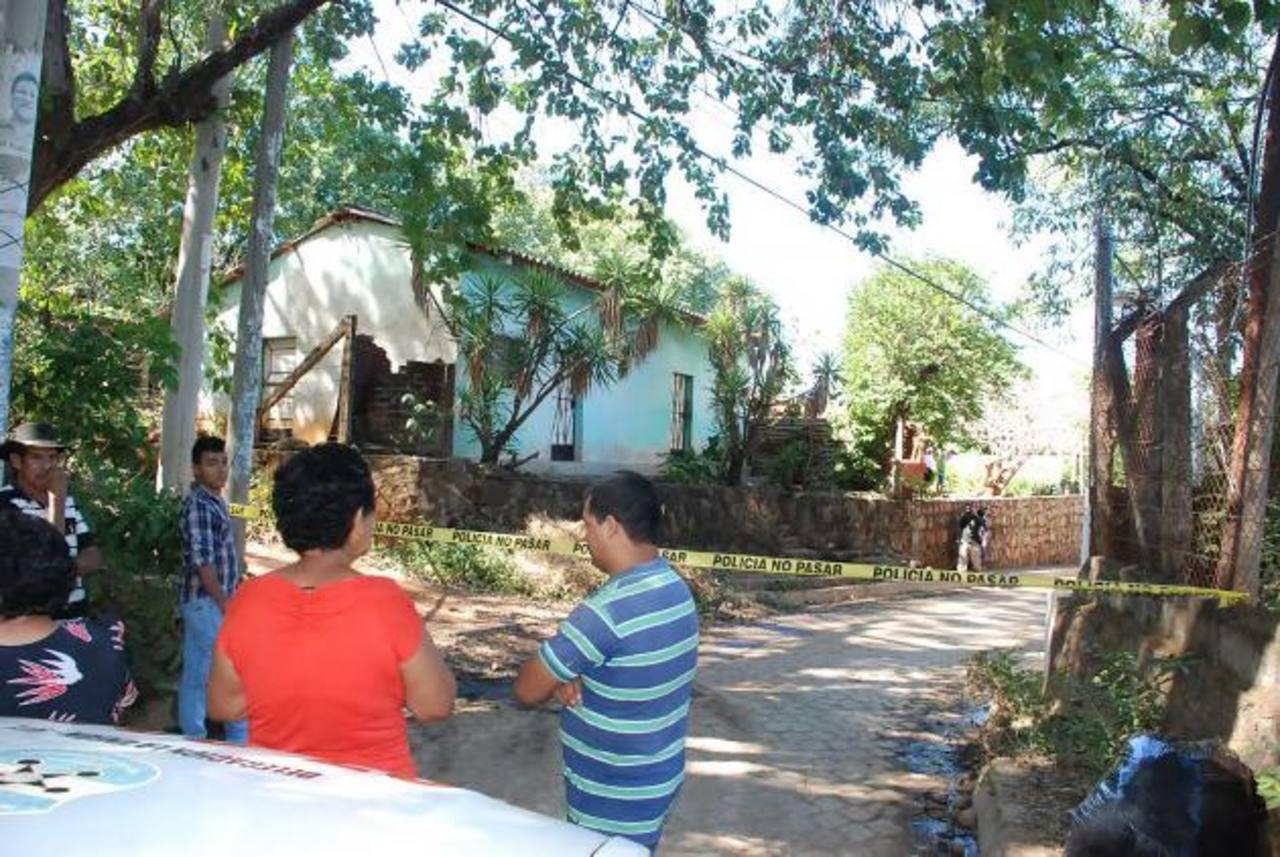 Lugar donde ayer al mediodía fue acribillado Reynaldo Américo Carrillo, en una colonia en La Unión. Foto EDH / Insy Mendoza.