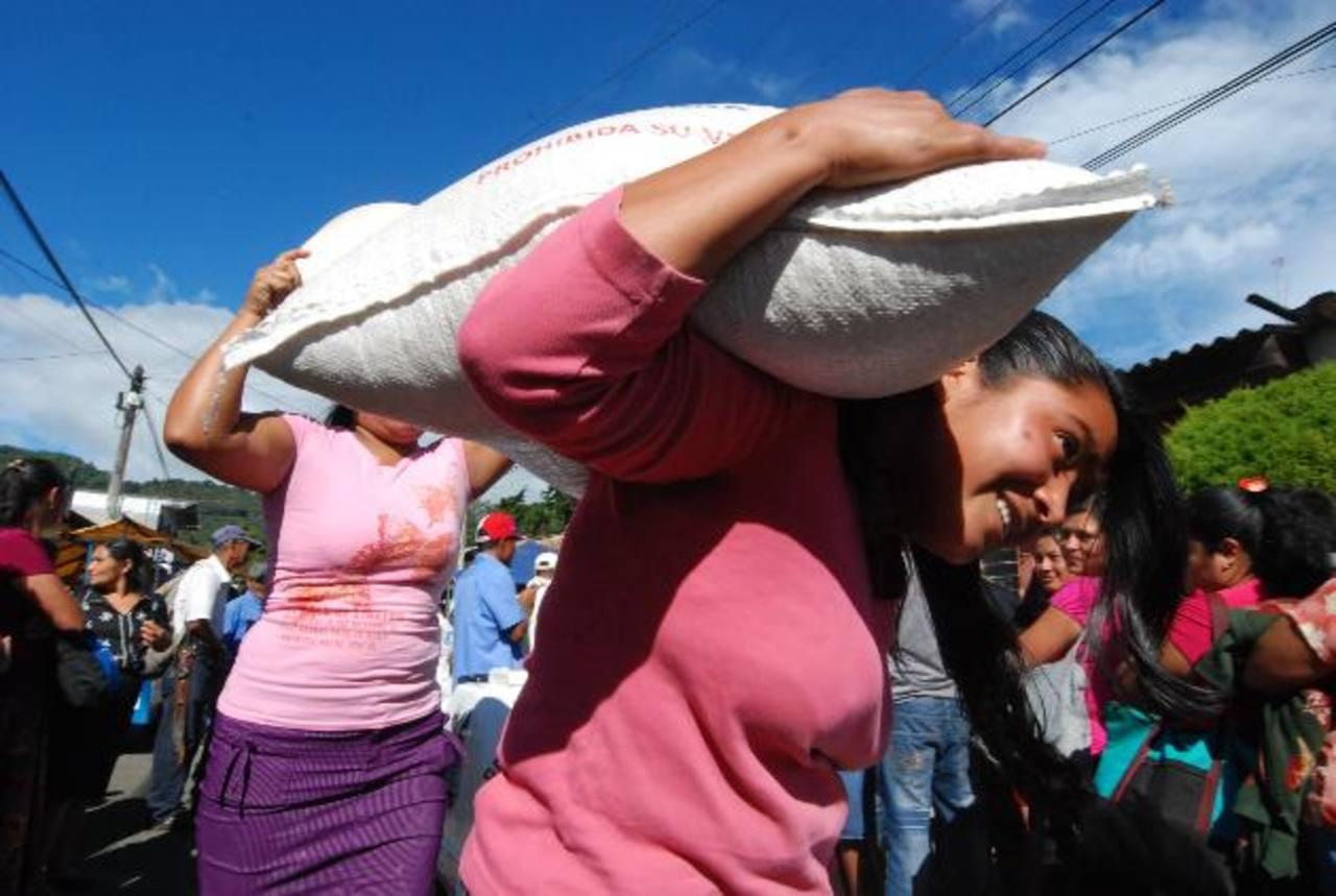 Unas 308 familias fueron las beneficiadas con la iniciativa. Foto EDH / cristian Díaz