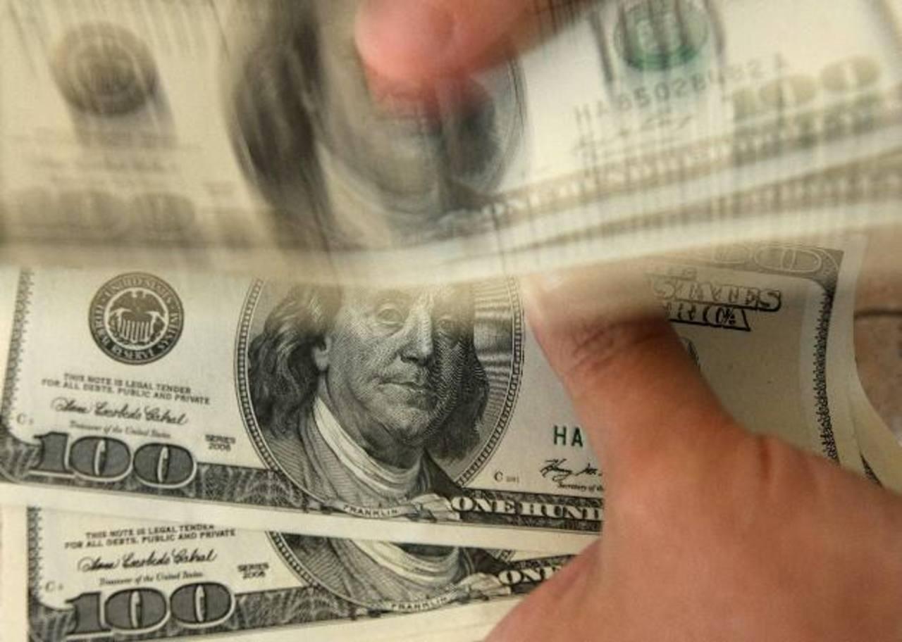 Mensualmente se reciben $325 Mlls. en remesas. foto edh /