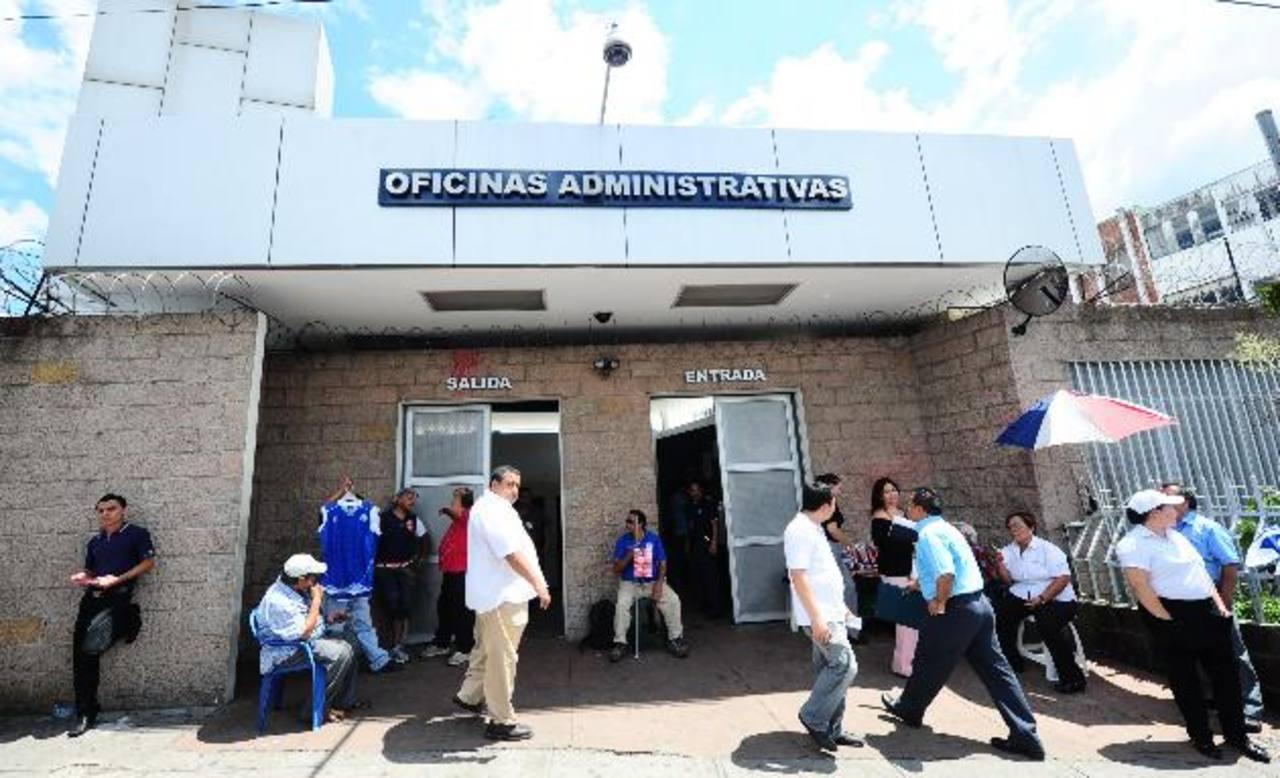 El ISSS es una de las instituciones públicas que participan del mecanismo bursátil de Bolpros. foto edh/archivo
