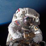 Astronautas inician caminata espacial urgente