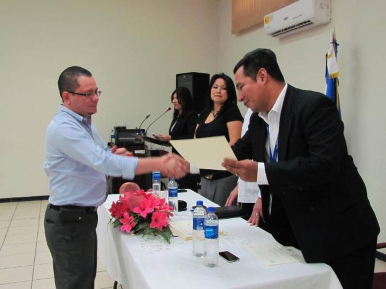 Los empleados del Ministerio de Salud fueron capacitados durante cinco meses. Foto EDH / MAURICIO GUEVARA
