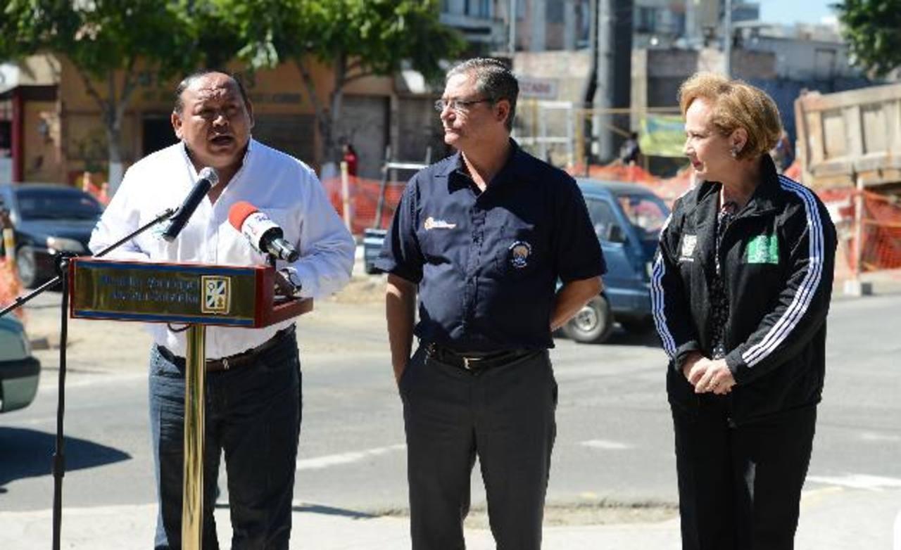 Los alcaldes dijeron que la falta de planificación del Sitramss ocasiona molestias a los usuarios del transporte público y pérdidas a comerciantes de las zonas afectadas. Foto EDH / M. Cáceres