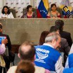 Integrantes del Consejo Nacional Electoral de Venezuela participaron en una reunión con el grupo de observadores internacionales en la sede del órgano electoral. Foto EDH /EFE