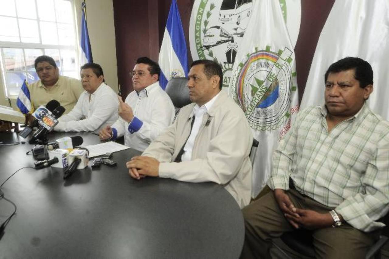 Transportistas agremiados en Fecoatrans denunciaron el aumento de las extorsiones en 2013. Foto edh / jorge reyes