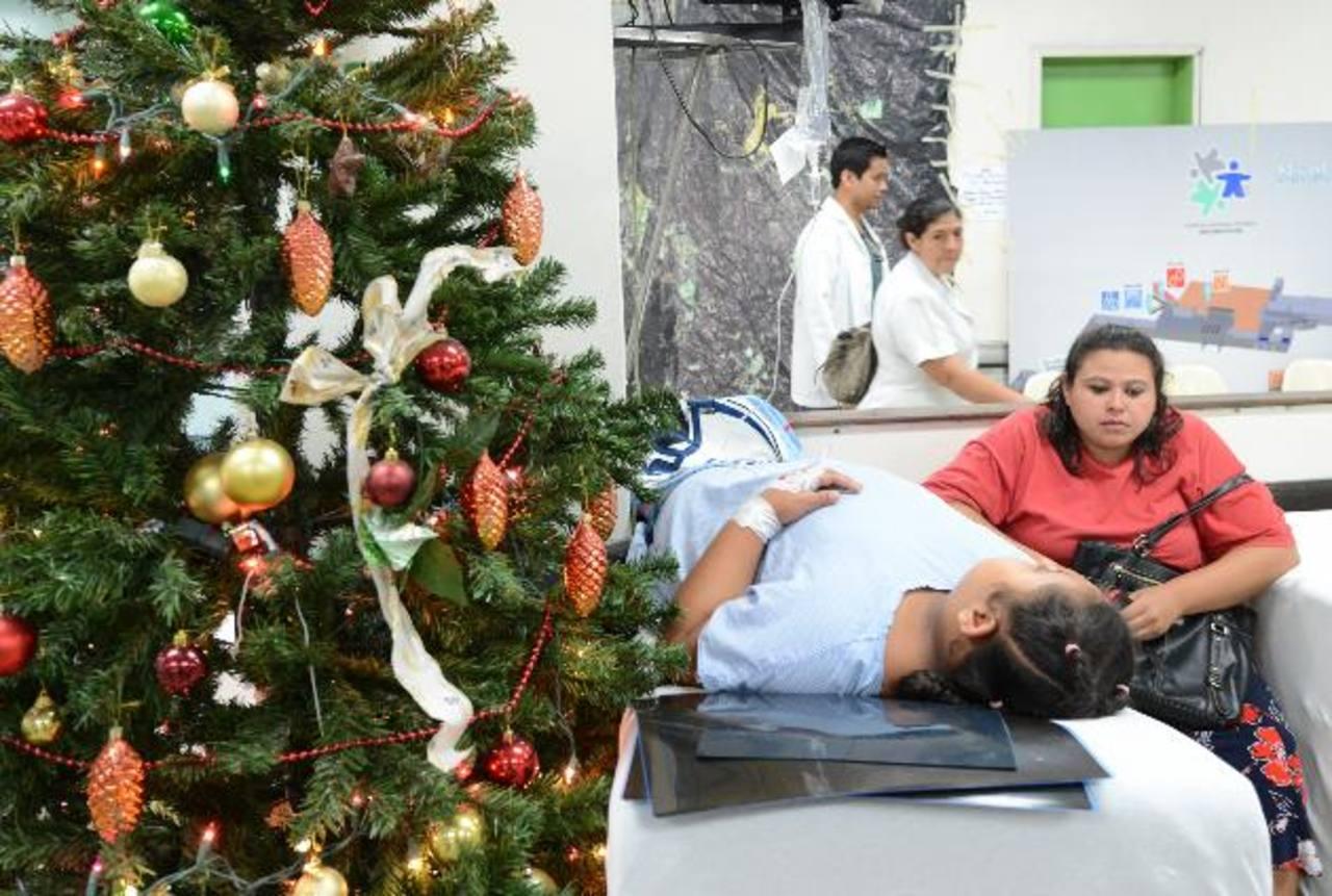 La niña permanece en la Sala de Emergencias del Hospital Bloom después de ser herida por una bala perdida. Foto EDH / Douglas Urquilla