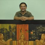 El artista salvadoreño Álex Cuchilla durante una exposición de pintura. Foto/ Archivo