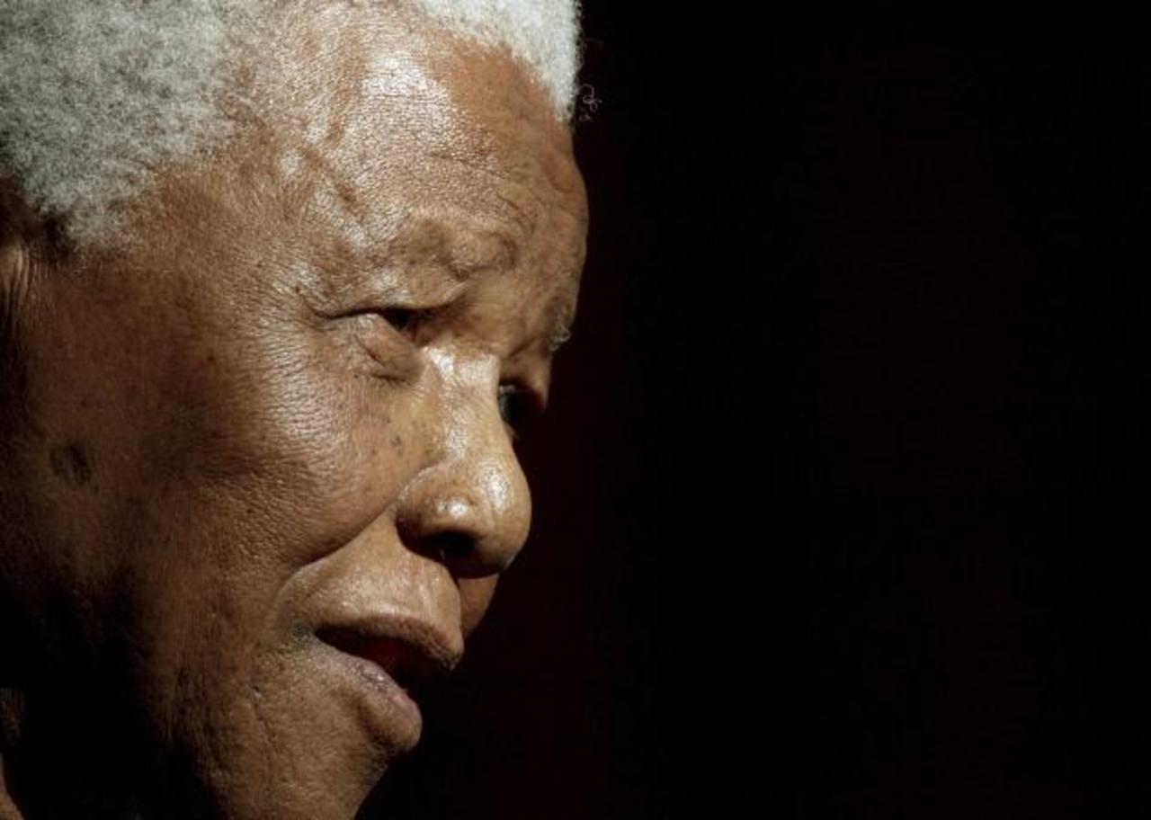 Imagen del expresidente sudafricano Nelson Mandela, durante su discurso al recibir el Doctorado Honoris Causa en Derecho de la Universidad de Galway, el 20 de junio 2003. foto edh /Reuters