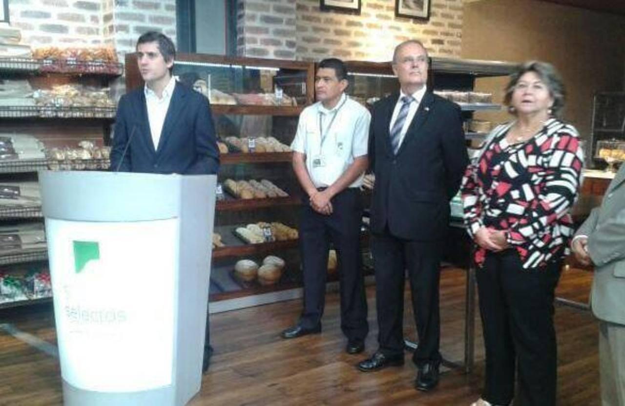 Inauguran Súper Selectos Santa Elena. Foto vía Twitter Omar Carbonero