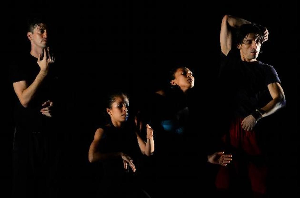 Bailarines durante su espectáculo. Fotos EDH / Mario Amaya