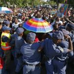 Miles se quedan sin dar el último adiós a Mandela