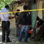 En Ciudad Pacífica, departamento de San Miguel, la policía halló el cadáver de un profesor originario de Lolotique. PNC realiza pesquisas en una casa de Nejapa, donde hallaron asesinado al empleado de una constructora. Foto EDH / Jaime Anaya