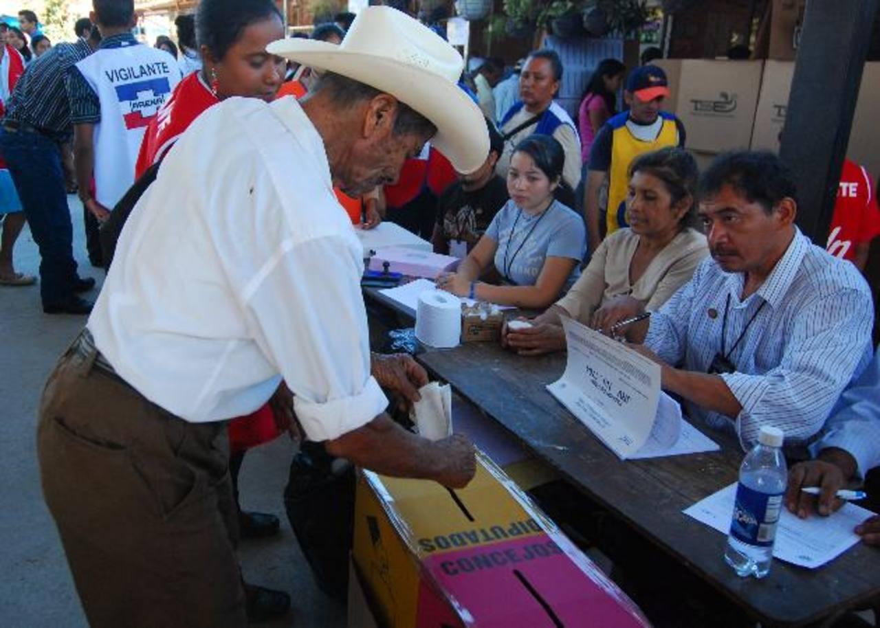 Los ciudadanos deben de elegir a los diputados que quieran, según la CSJ. FOTO EDH Archivo.