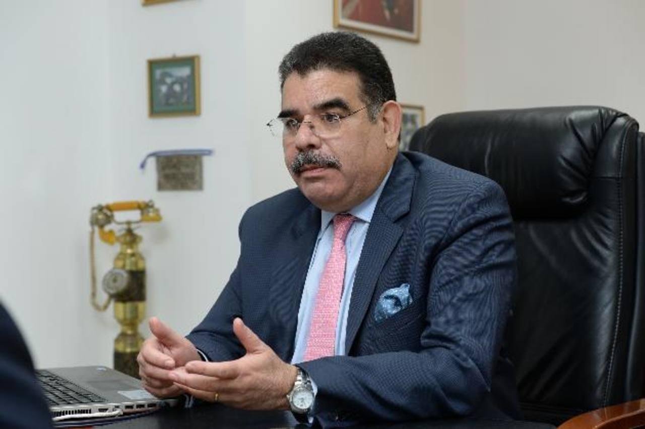 El gerente comercial de ACSA, Luis Figueroa, dice que pronto lanzarán dos seguros para clase media alta. FOTO eXPANSIÓN/OMAR CARBONERO.