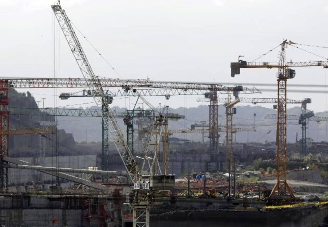 Tres empresas europeas (Sacyr, Salini Impregilo y Jan de Nul), tienen problemas para financiar la construcción de la ampliación del Canal de Panamá. foto REUTER.