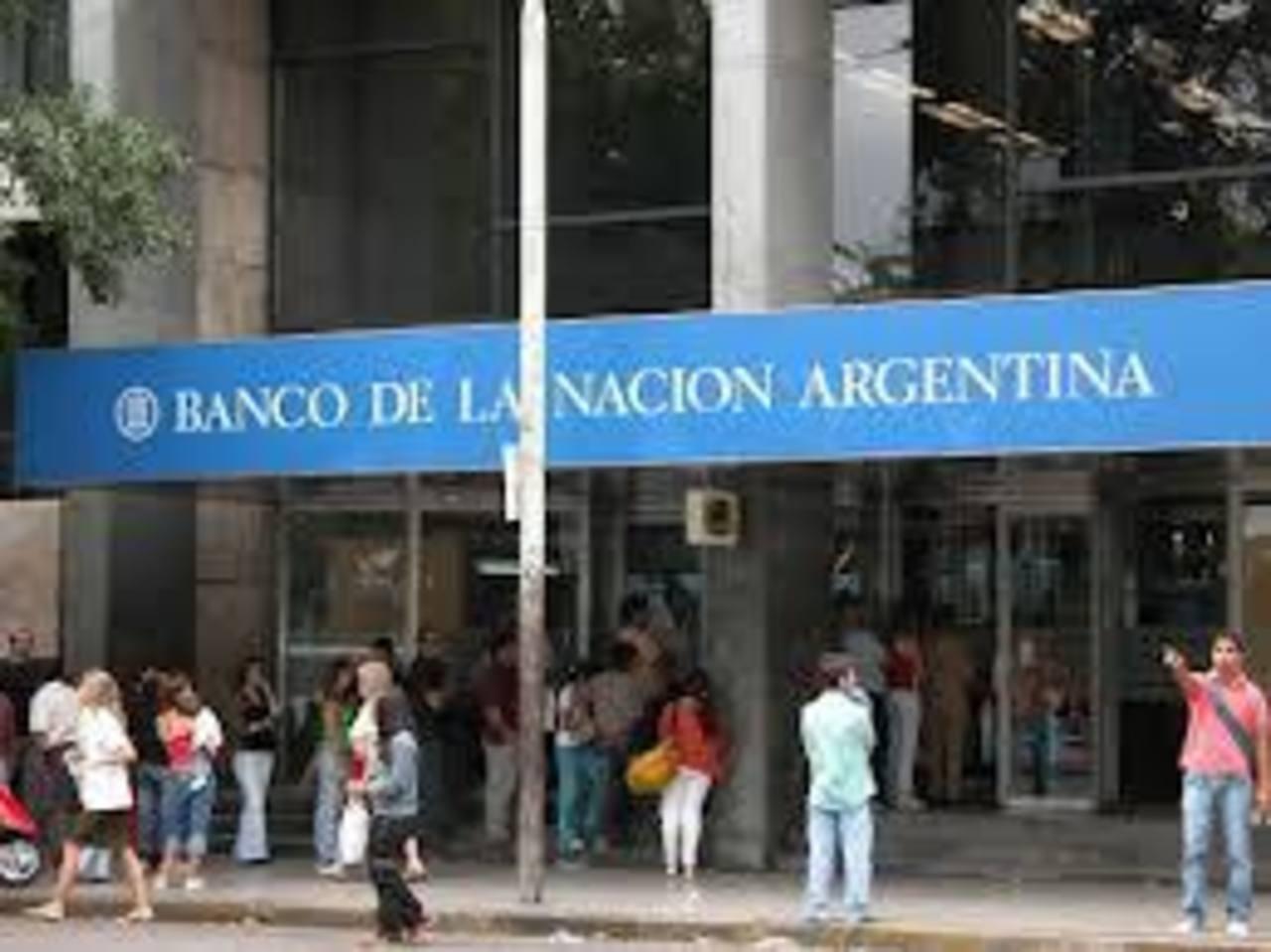 Bajas reservas internacionales, inflación cerca de 30% y una devaluación monetaria que supera el 20% afecta la economía argentina. Latinoamérica padece de iliquidez y el mayor banco central del mundo, la FED, restringe los fondos.