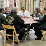 El presidente de Estados Unidos, Barack Obama, mantiene una reunión con empresarios para abordar el tema de empleo.