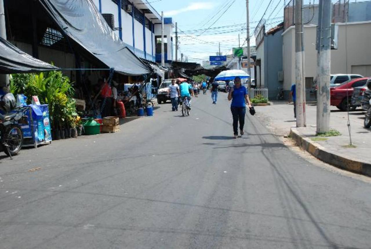 Los habitantes siguen pagando un centavo por metro de basura recolectada. Foto edh / archivo.