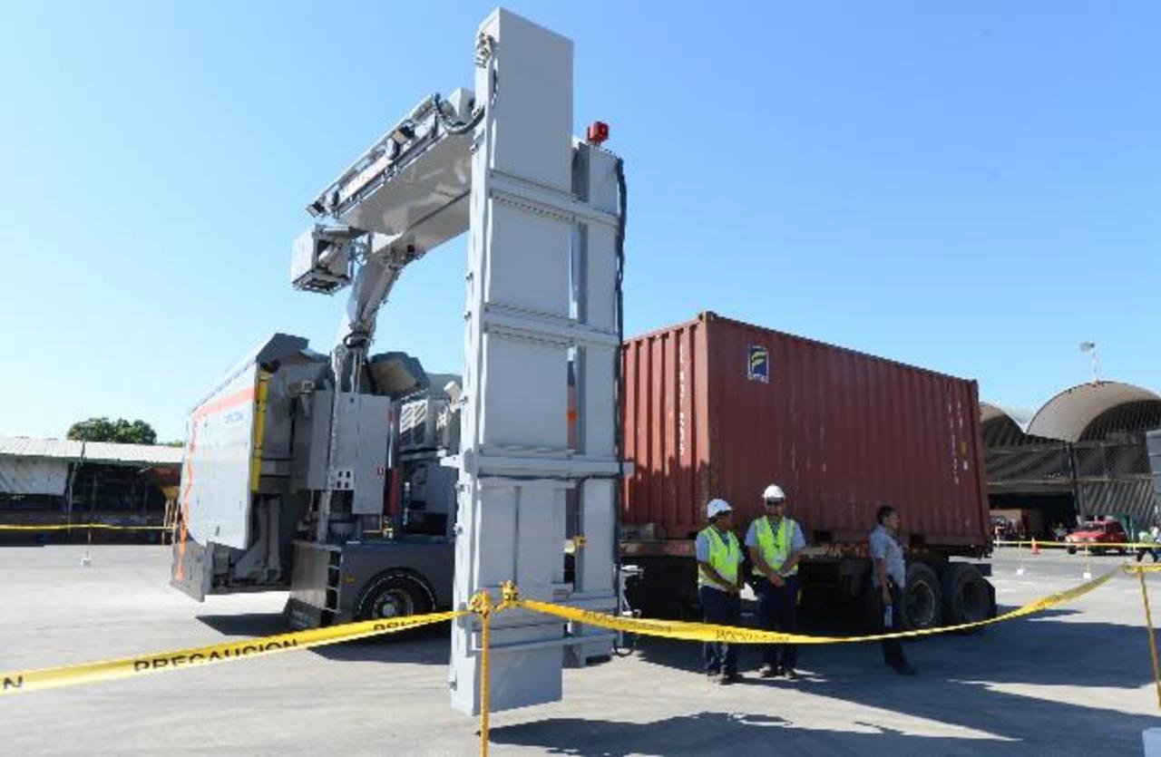 La Dirección de Aduanas verifica la mercadería de los camiones a través de un equipo de rayos X. foto edh / archivo
