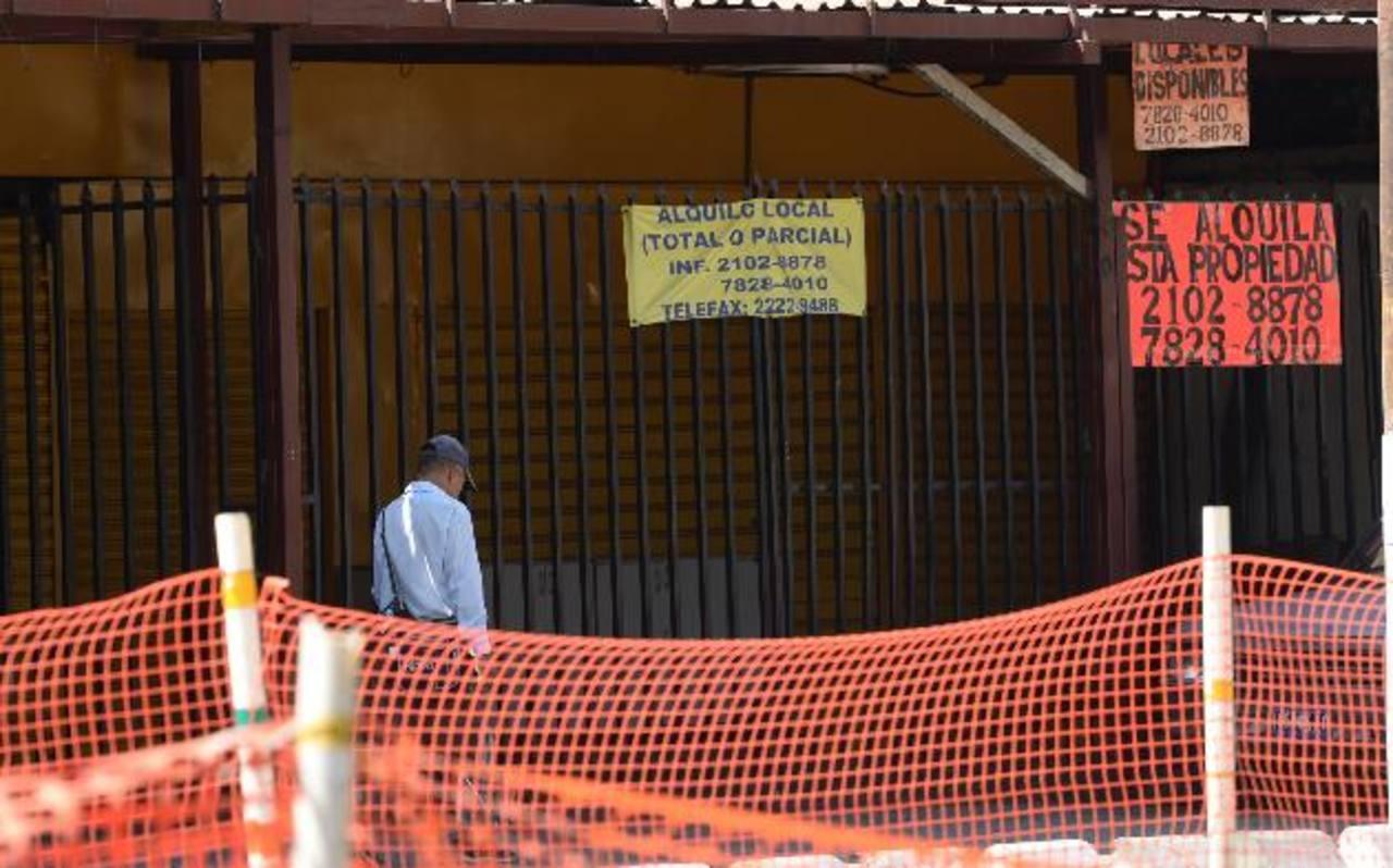 Los comerciantes de la Juan Pablo II no solo han experimentado pérdidas económicas, algunos han debido modificar los accesos a sus negocios. Fotos edh / Marvin recinos