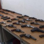 Al menos 24 armas de fuego fueron decomisadas durante operativo en la zona norte de la Unión. Foto vía Twitter Insy Mendoza