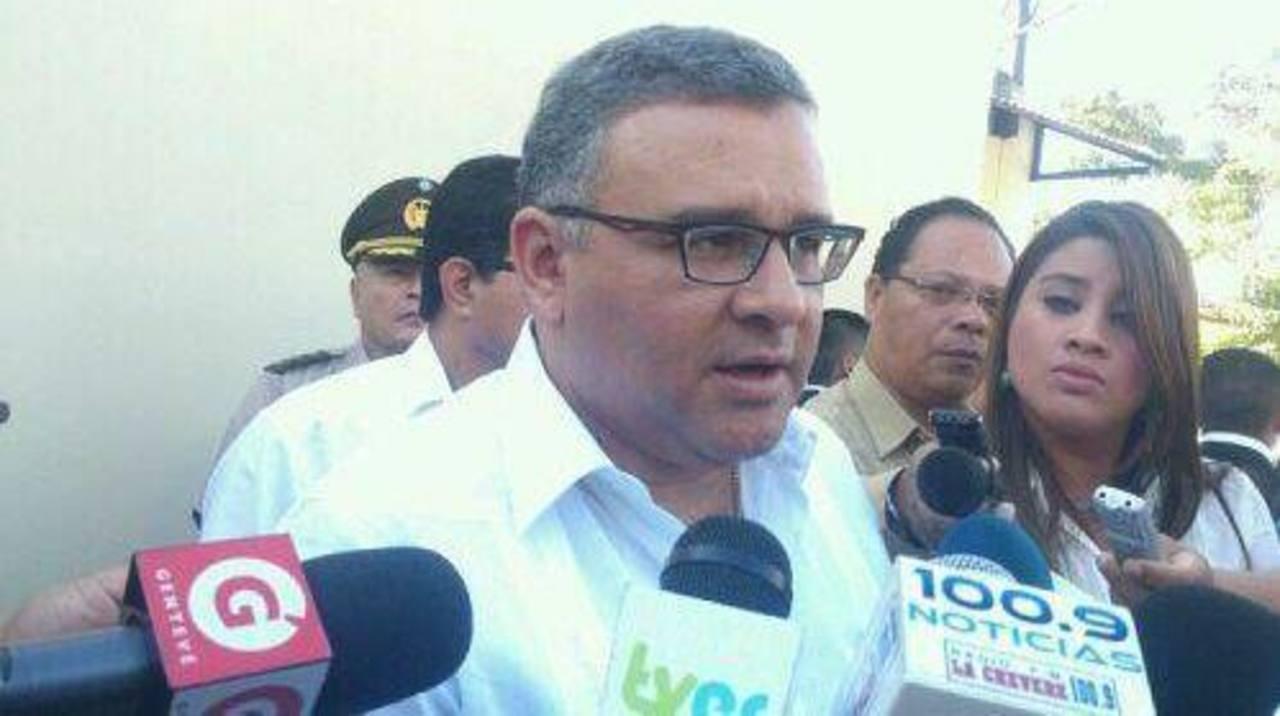 El presidente Mauricio Funes brindó declaraciones después de participar en la entrevista Frente a Frente, de TCS. Foto vía Twitter Daniel Choto