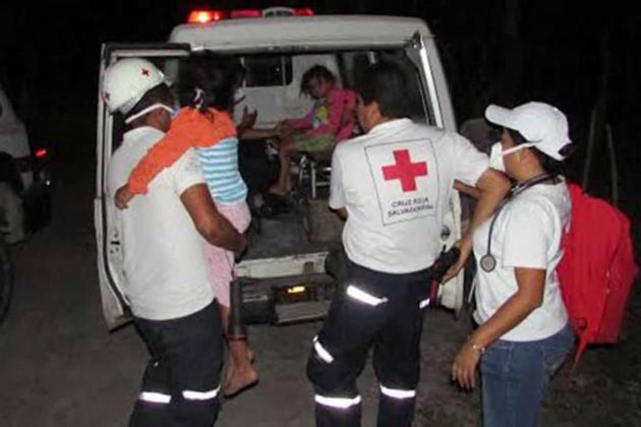 Los socorristas acudieron al lugar luego de conocer la emergencia. foto edh / cortesía Cruz Roja