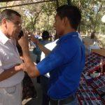 Los profesionales de la fundación evaluaron a los pacientes para hacer entrega de los lentes. Foto EDH / leonardo gonzález